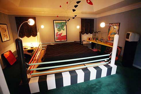 The Striking Tawaraya Ring Memphis Design Bed