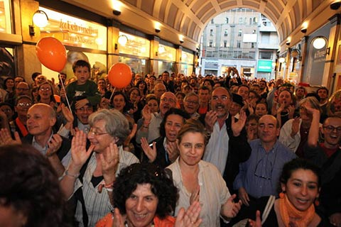 Pisapia's fans celebrate winning the first round