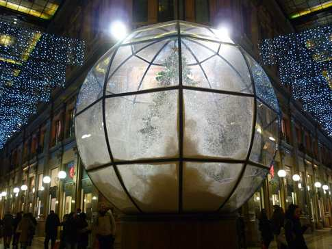 Christmas tree in Rome in a Globe