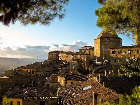 Volterra in Tuscany -Photo by Andrés Nieto Porras