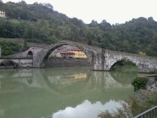 Il Ponte del Diavolo. Borgo a Mozzano. Photo. Jenny Mead