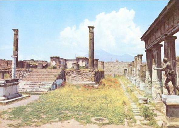 Pompeii Temple before Berlusconi restoration