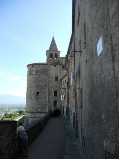 Anghiari in tuscany a battle a lost masterpiece and a for Battle of marciano mural