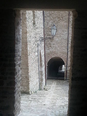 Le copertelle walkways in Serra San Quirico - photo by Lorenza Bacino