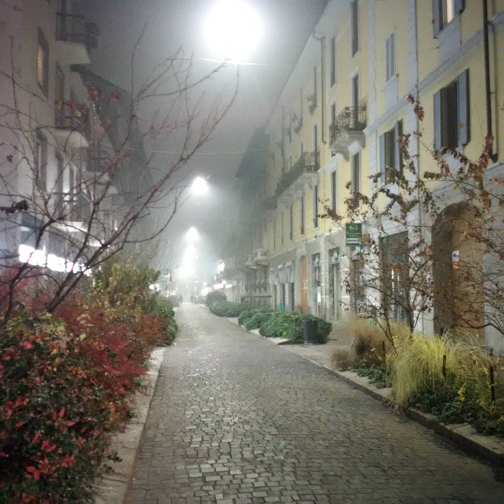 A foggy section of Via Paolo Sarpi in Milan
